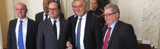 François Hollande, président de la répubique, Gérard Romité, Président du CNPMEM et les 4 Vice-Présidents du CNPMEM
