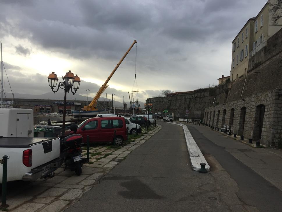 les bateaux font faire peau neuve pour un remise à l'eau prévu le 05 mars 2018