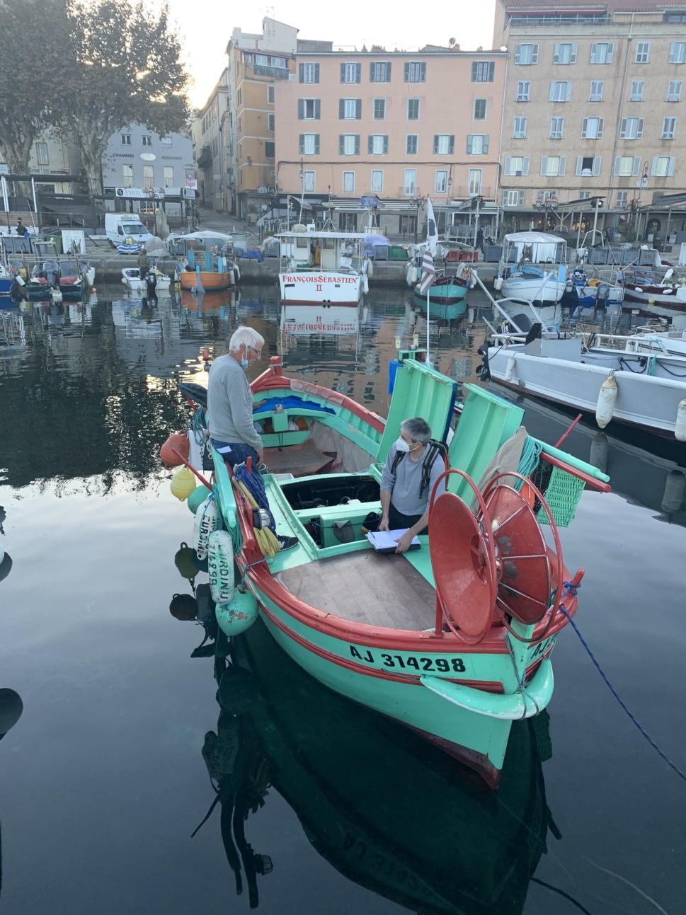 Jean Claude POGGI sur son bateau U CURDINU construit en 1966 avec le technicien chargé de la DTA