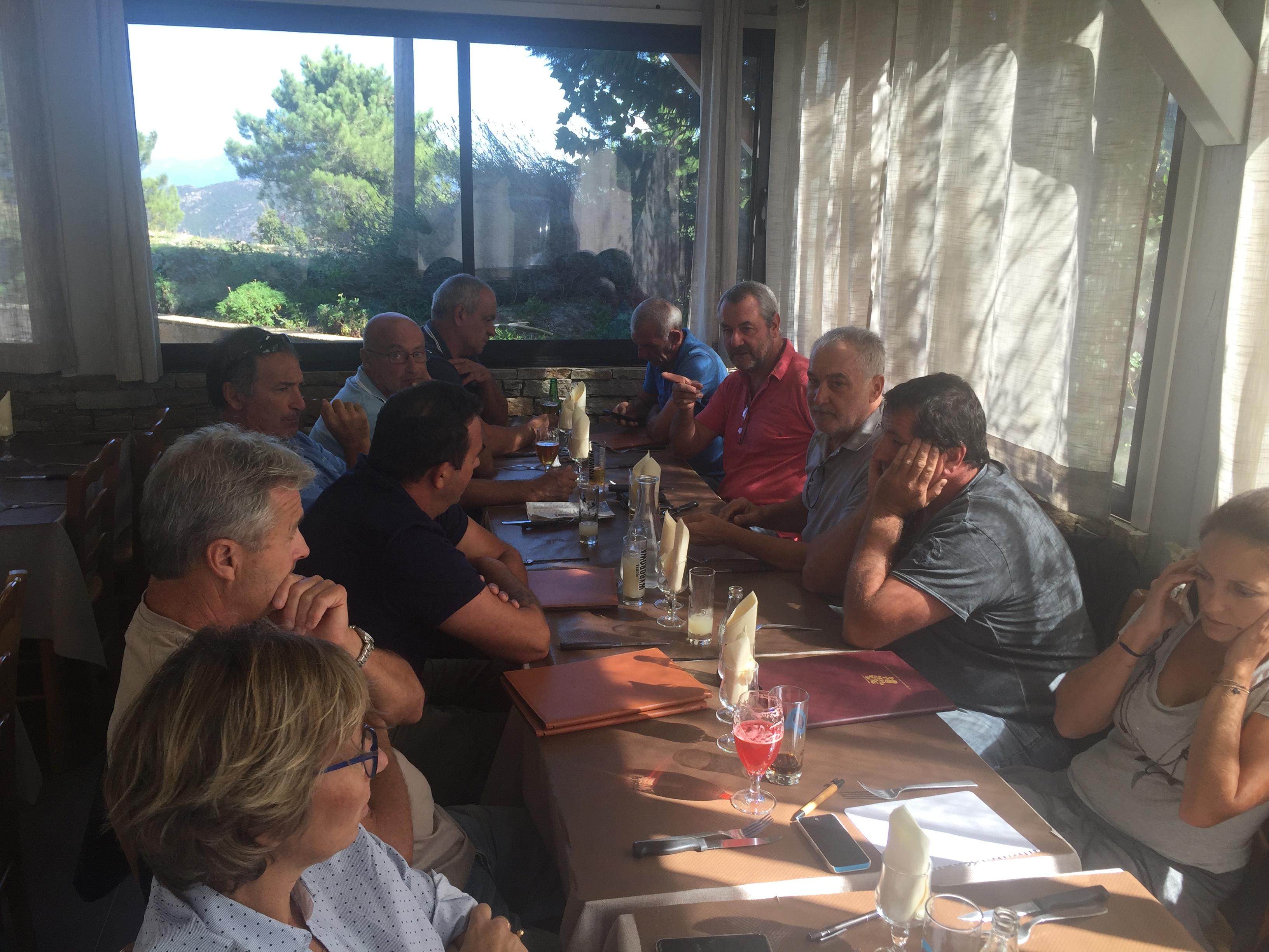 Etaient présents: Gérard Romiti, président du CRPMEM - Philippe Botti, 1er prud'homme de Bonifacio, Maxime Bianchini, 4ème Prud'homme de Bonifacio, Eric Villain,1er Prud'homme de Balagne, Alain Huguet, 2ème Prud'homme de Balagne, Bruno Strinna, 1er Prud'homme de Bastia/Cap Corse, Daniel Defusco, 2ème Prud'homme de Bastia/Cap Corse, Laurent Briançon, Président de la commission Environnement, Jessica Dijoux, Directrice du CRPMEMC, Coralie Duchaud, Assistante du Président, Philippe Peronne, chargé de mission aux affaires communautaires et méditerranéennes, Xavier D'Orazio, 1er prud'homme d'Ajaccio, Dume Compas, secrétaire administratif du CRPMEMC - Excusé Antoine Duval