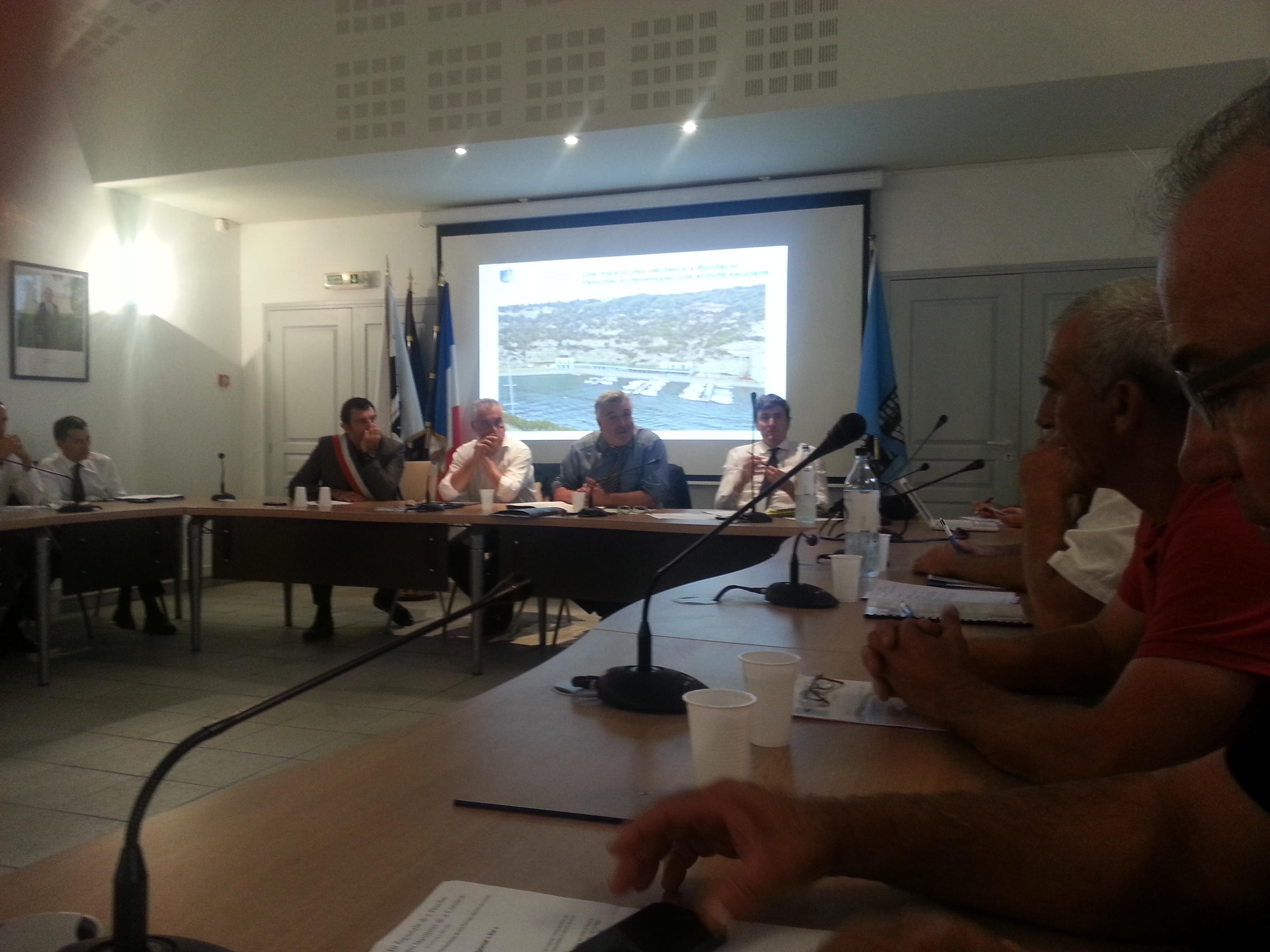 Réunion en mairie de Bonifacio