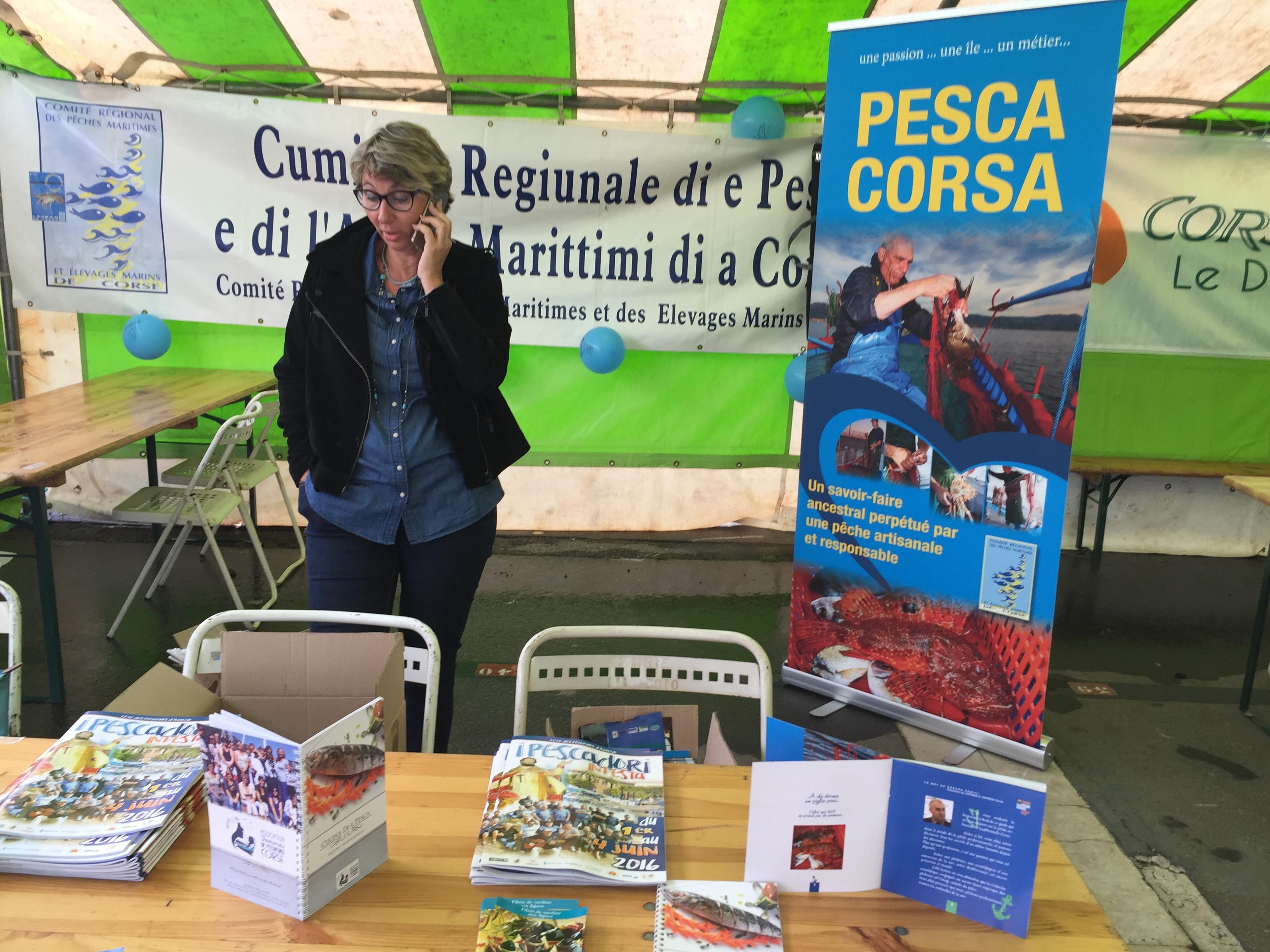 Coralie et Dume n'ont pas ménagé leur effort pour accueillir durant 4 jours les quelques 800 visiteurs venus découvrir la pêche traditionnelle Corse. Un véritable succès